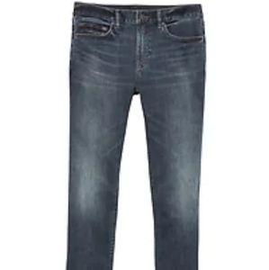 Slim Rapid Movement Denim Medium Wash Jean